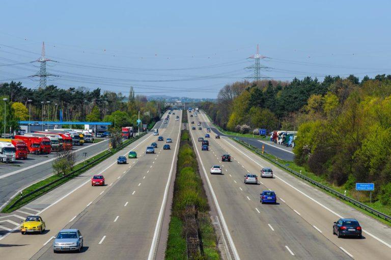 Co ma znaczenie przy wybieraniu firm oferujących pomoc drogową?