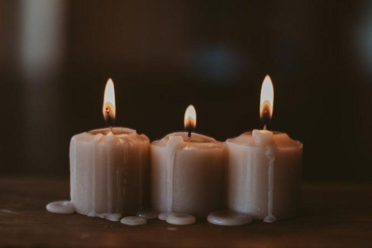 Jak bezpiecznie używać świec zapachowych?