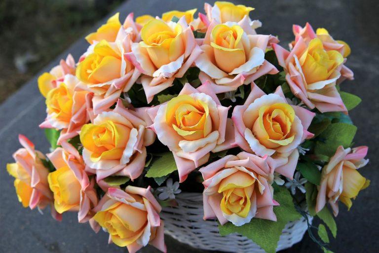 Wysokiej jakości kwiaty sztuczne mają wiele zalet