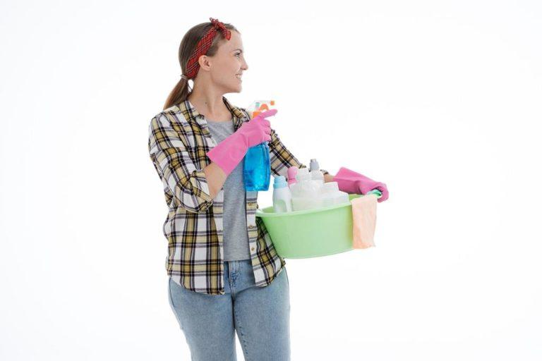 Jak działają środki czystości i detergenty do prania