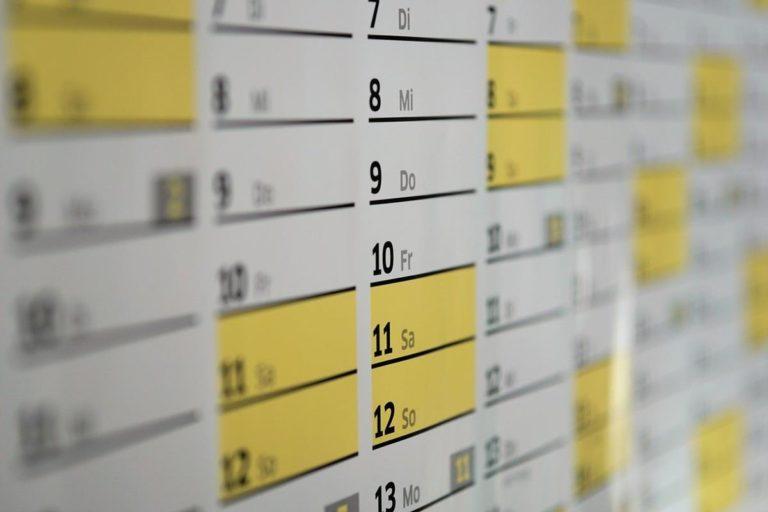 Czy druk kalendarzy trójdzielnych to dobra opcja?